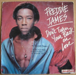 FREDDIE JAMES - Don't turn your back on love / We are in love - 45T (SP 2 titres)