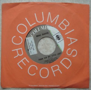 MAC DAVIS - Baby don't get hooked on me / Poem for my little lady - 7inch (SP)