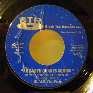 BLACK VELVET - Is it me you really love / An earth quakes coming - 7inch (SP)